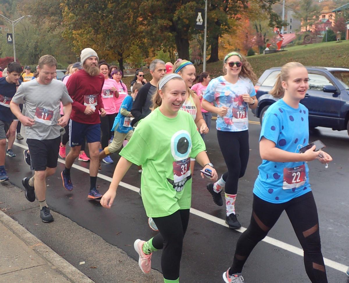 Spooky Duke Race Runners